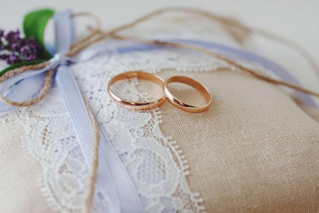 картинки обручальные кольца на подушечке одинцово