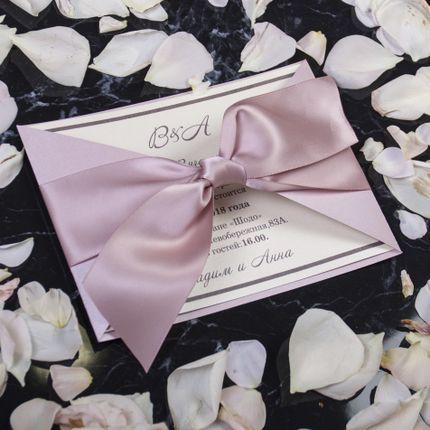 Классический вариант приглашения в пудровом цвете