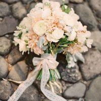 Букет невесты в розово-белых тонах и астр и роз