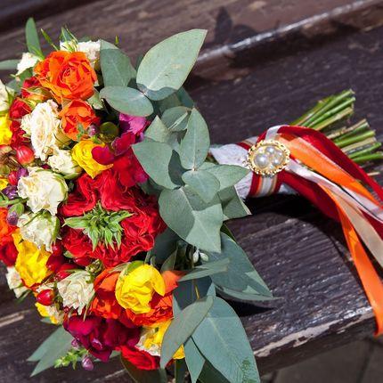 Букет невесты из кустовой розы с добавлением пионовидной
