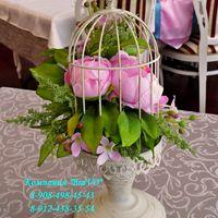 На свадьбе Станислава и Анастасии с бирюзово-розовым тоном мы декорировали клетку розовыми пионами.