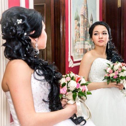 Свадебная прическа с наклад. прядями и макияж