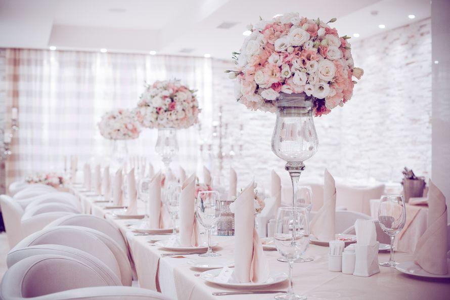 Оформление столов гостей цветами, цена за 1 композицию