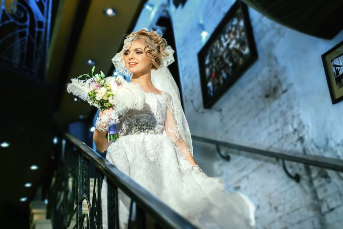 Невеста в интерьерах кафе