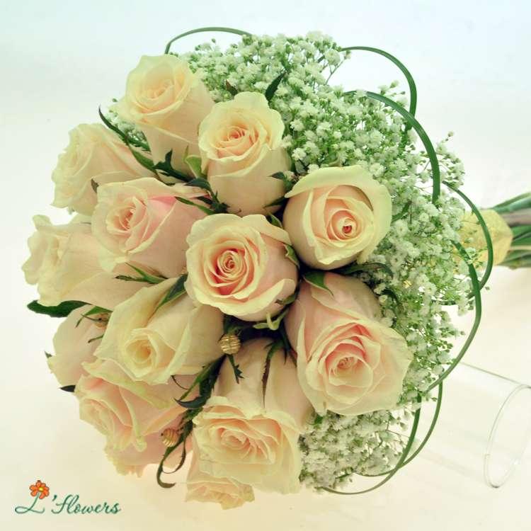 Банкетный, свадебные букеты из роз кремовых киев