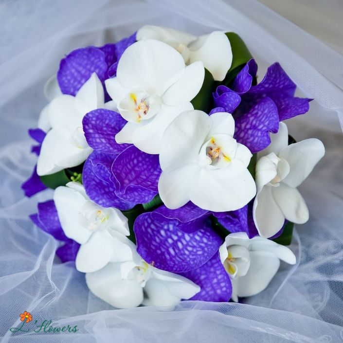 buket-nevesti-orhidey-fioletovih-tseni-na-buket-tsvetov-v-spb-nedorogo