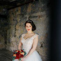 Фотосессия в лофте на свадьбу, утро невесты, бордо, марсала, свадебный букет