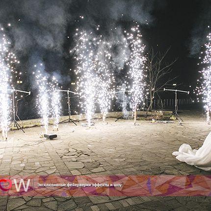 Фонтаны и серебряные кометы в финале свадьбы