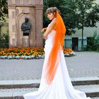 Неординарный образ для оранжевой свадьбы