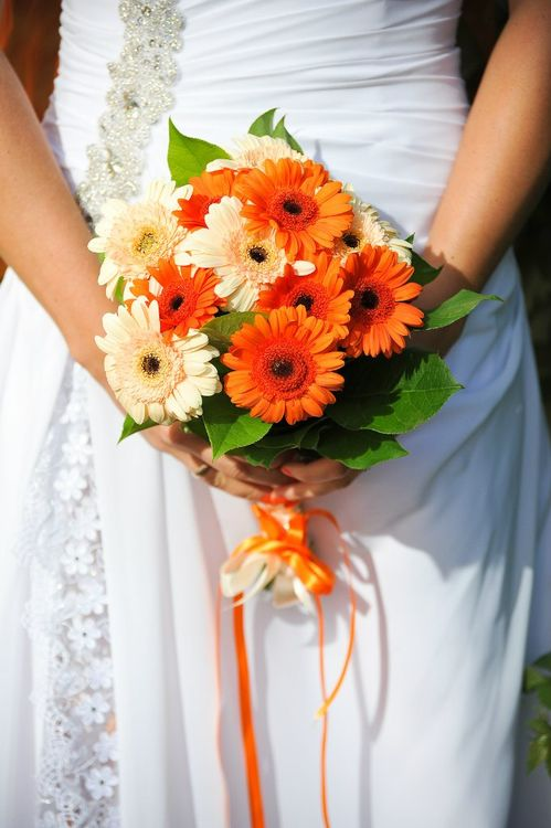 Букет цветов, букет невесты с добавлением хризантем и герберы