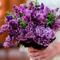 Букет невесты из сирени и тюльпанов