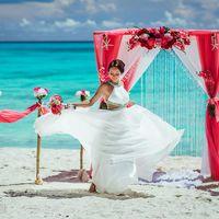Невеста на пляже в Доминикане