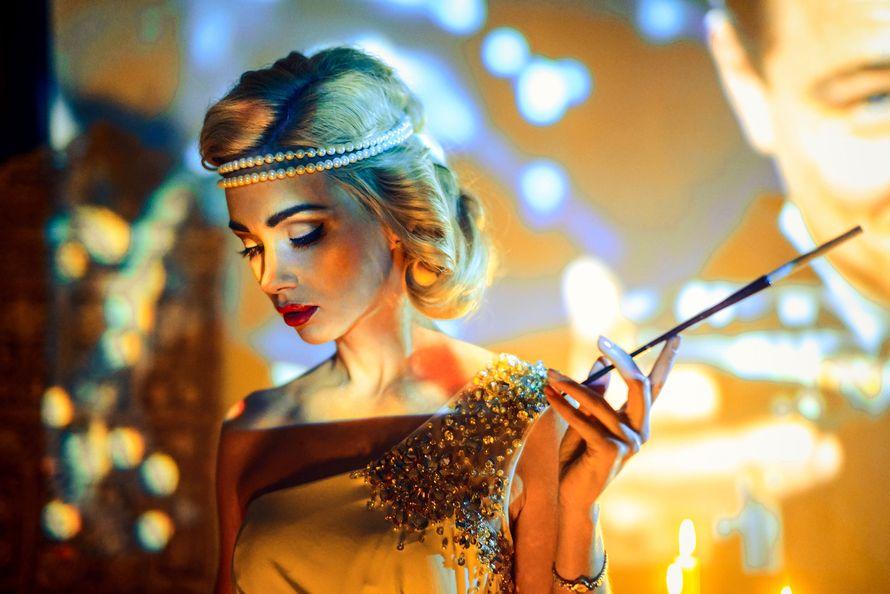 Ретро образ невесты выражен в прическе из длинных локонов собранных в пучок на затылке с повязкой из жемчуга - фото 2263710 Стилист-визажист Катрина Петренко