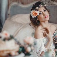Невеста в стиле БОХО, низкий пучек, романтическая, цветы, венок, светлый образ