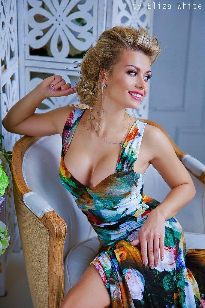 сочный, яркий, свадебный, низкий пучок, косы, сексуальный, чувственный, принцесса - фото 4635341 Стилист-визажист Катрина Петренко