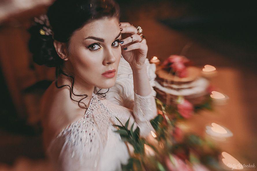 невеста, низкий пучок, украшения ручной работы, золото, богемный стиль - фото 4787515 Стилист-визажист Катрина Петренко