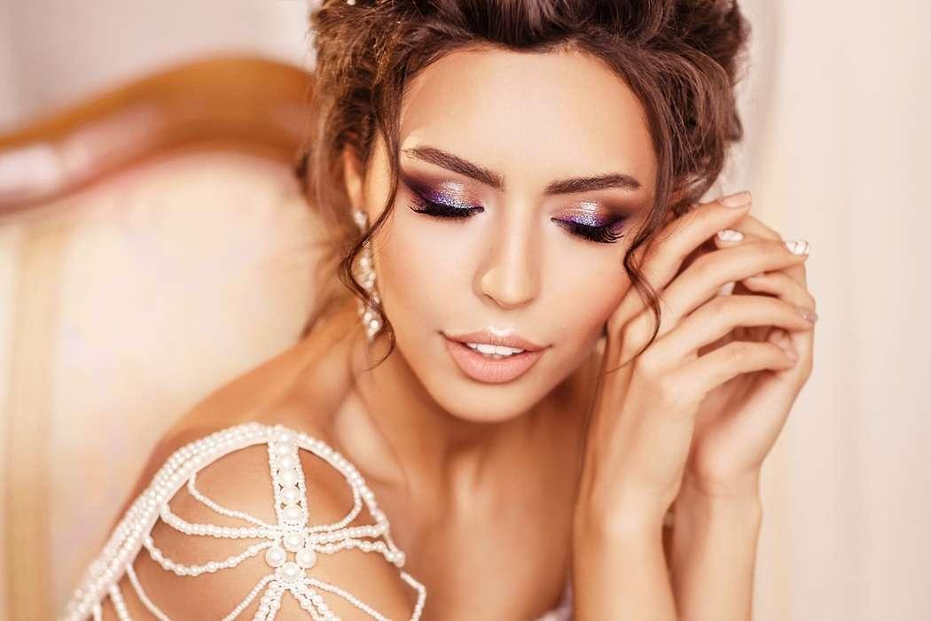 стильное платье, прическа -высокий небрежный пучок, достаточно яркий (для невесты) макияж - фото 11401142 Стилист-визажист Катрина Петренко