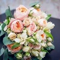 Что может быть прелестнее розочек в свадебном букете, трепет и нежность в свадебном букетике
