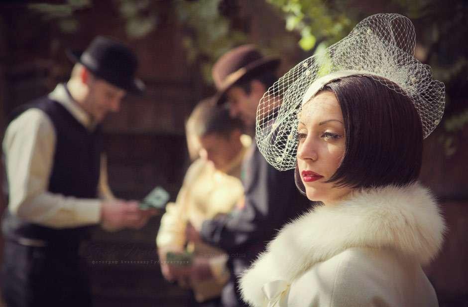 Ретро образ невесты выражен в прическе в виде стрижки каре с вуалеткой - фото 2299880 Свадебный фотограф Александр Губернаторов