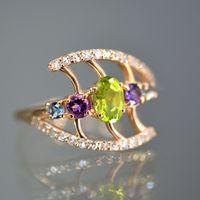 Женское кольцо с бриллиантами и полудрагоценными камнями