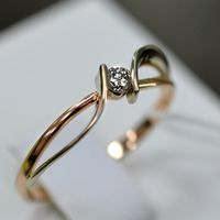 Золотое кольцо с бриллиантом. 585 проба.