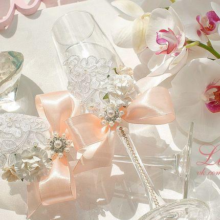 Бокалы классической формы с декором в персиковых тонах