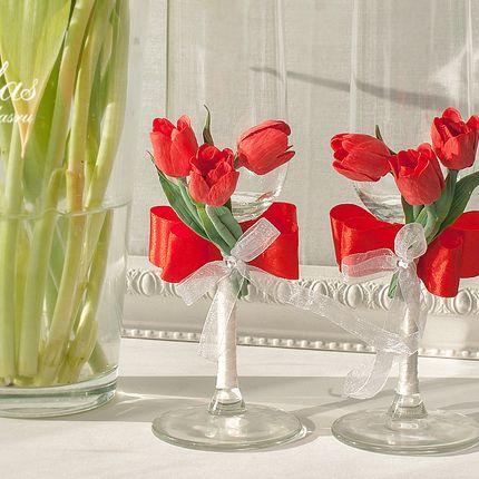 Бокалы с красными тюльпанами ручной работы