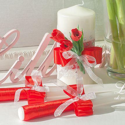Семейный очаг с красными тюльпанами