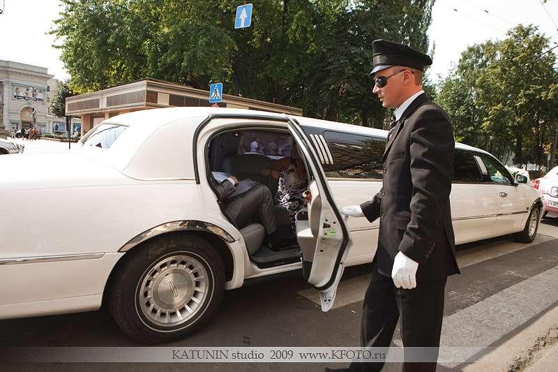 Водитель Лимузина Иван - фото 2349636 Лимузин Сервис - автомобили на свадьбу