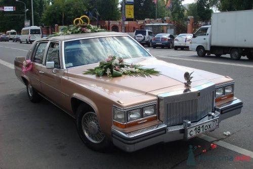 Кадиллак Де Виль, отличый  ретро-автомобиль