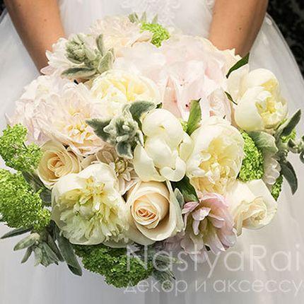 Букет невесты из пионов, розы и гортензии
