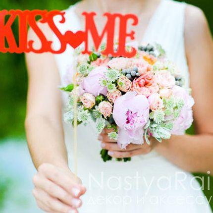 Летний букет невесты из пионов и кустовой розы