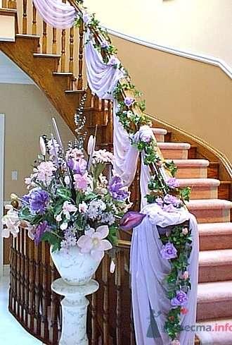 Свадебный декор лестницы и перил тканью и цветами. - фото 464 Any