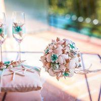 Букет, бокалы и подушечка для колец на свадьбе Алёны и Славы