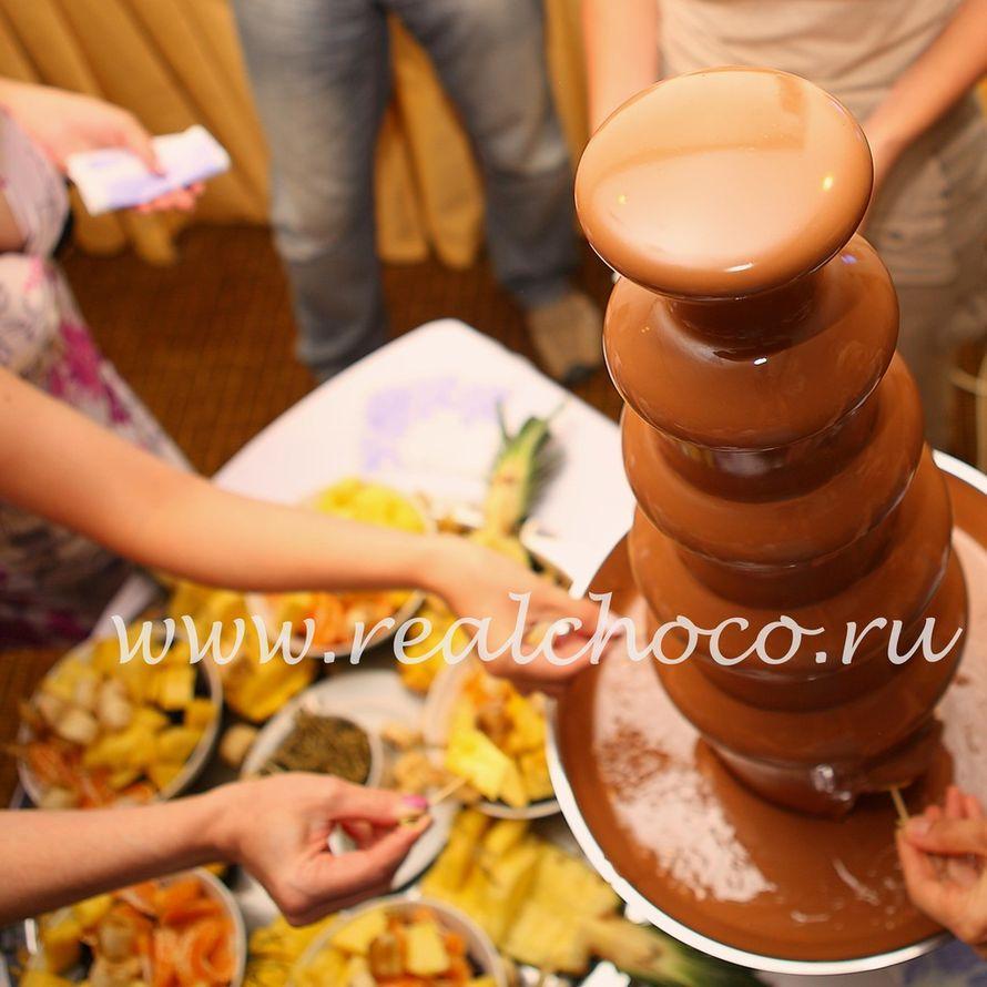 """Шоколадный фонтан 80см, молочный шоколад - фото 2406879 """"Вкус жизни"""" - сладкие подарки на свадьбу"""