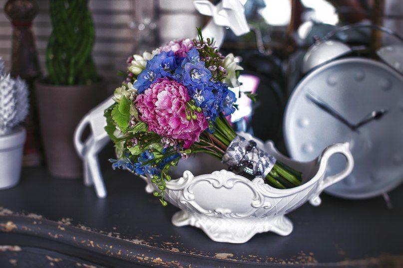Букет невесты из розовых пионов и голубых дельфиниумов - фото 2480411 Event Decor - свадебный декор