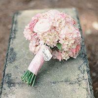 Букет невесты из розовых роз и гортензий