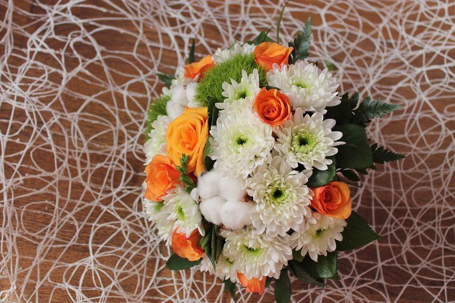 Букет невесты из белых астр, зеленых хризантем и оранжевых роз - фото 2527077 Rosmarinflovers - флористика
