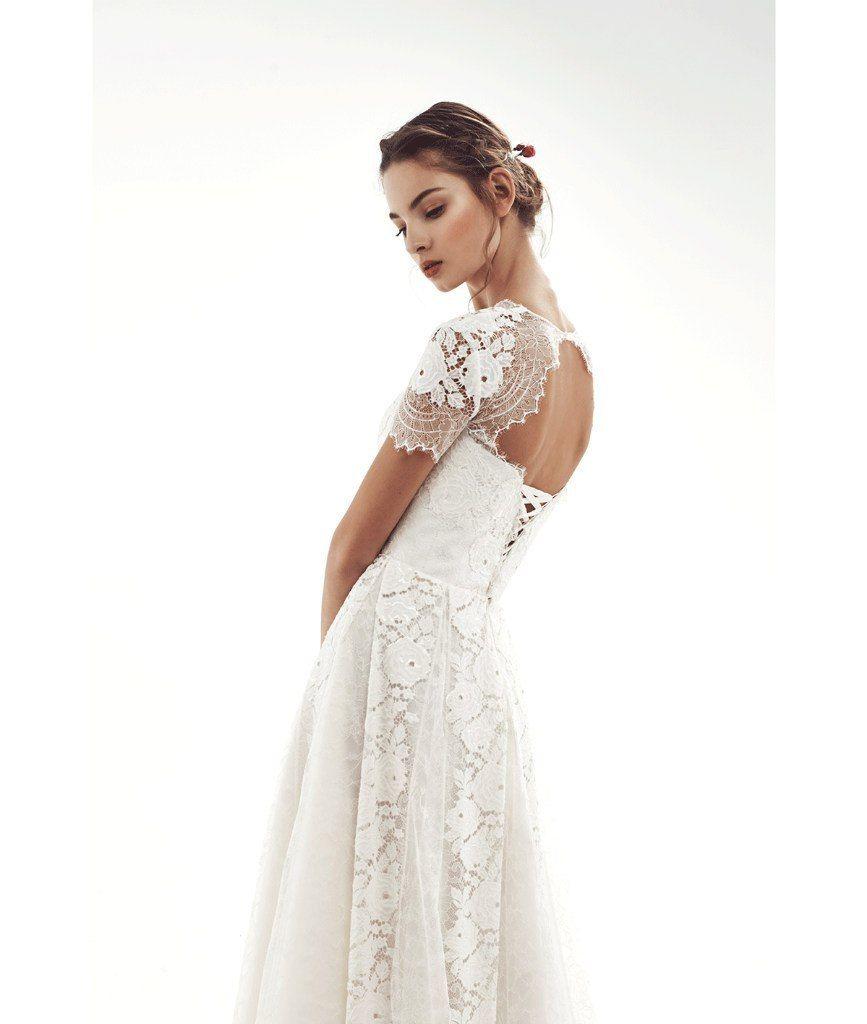 """платье """"Джейд"""" из свадебной коллекции Модного Дома Юнона  Платье в испанском стиле из кружева с изящным лифом и лёгкой юбкой, в которой используются два вида кружева, расположенных в вертикальном направлении. - фото 13005316 Салон свадебных и вечерних платьев Unona"""