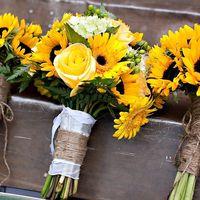 Букет невесты и подружек невесты в желтых тонах из гербер и роз
