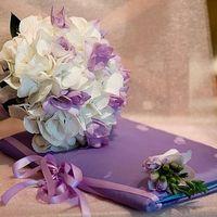 Букет невесты из белых гортензий и сиреневых эустом
