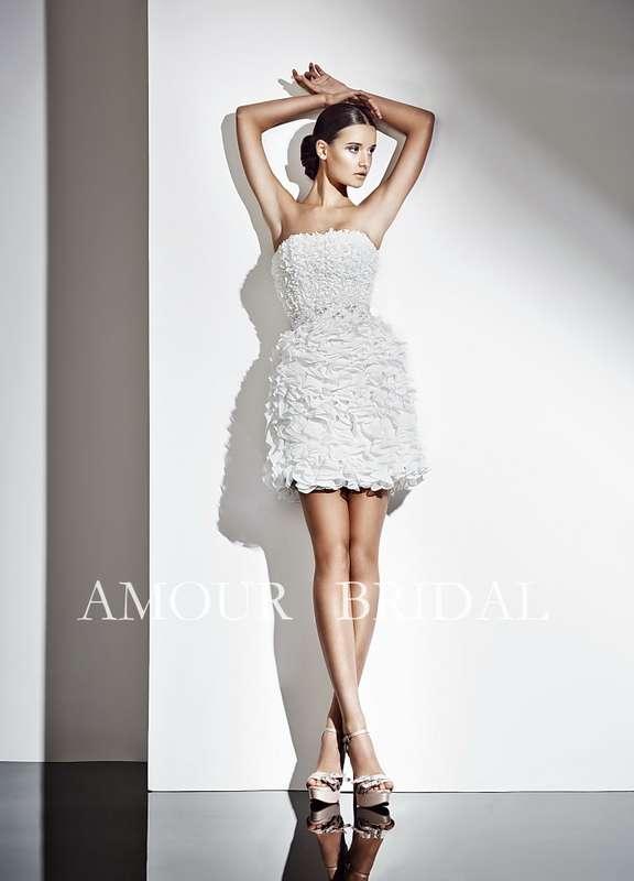 Короткое платье из примятой ткани с тонким поясом на талии  - фото 2965917 Свадебный салон Lora