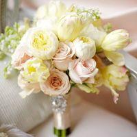 нежный букет в цвете Custard ( Заварной Крем )