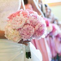 Розовый букет невесты из пионов и гортензий
