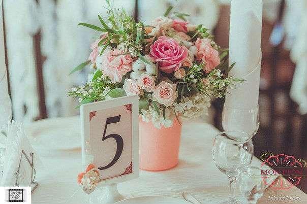 """Букет из розовых роз, кустовой кремовой розы, розовых гвоздик, хлопка, хамелациума и зелени в розовом горшке.  - фото 2711777 Студия флористики и дизайна """"Mon Pion"""""""