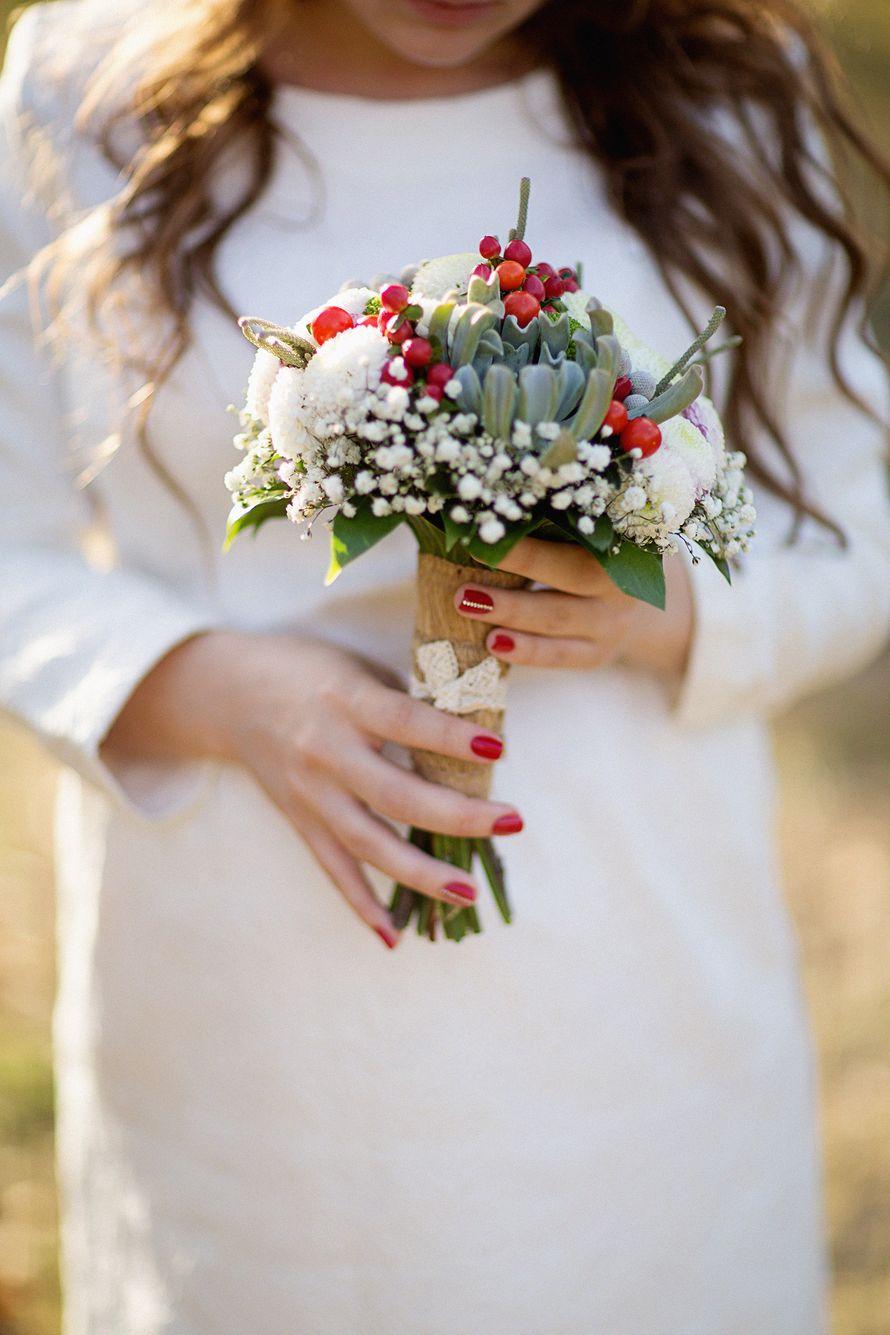 Букет, букет невесты из гипсофила и розами
