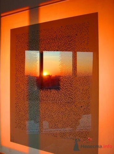 """Рассвет - отражение в изголовье кровати - фото 17205 Отель """"Swissotel Красные Холмы"""""""