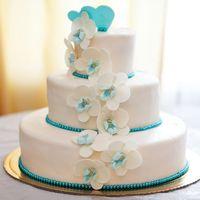 Варианты свадебных тортов огромное количество! Мы изготовим любой свадебный торт, который Вам понравится!