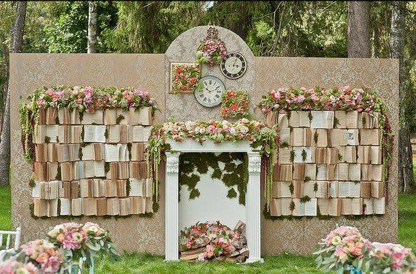 Фрагмент стены, украшенный цветами, часами и картинами - фото 2763067 Добрый Фей - организация свадьбы