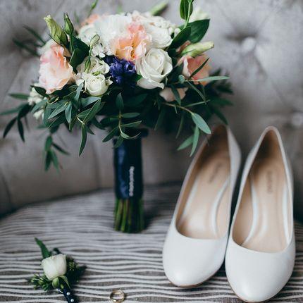 Букет невесты с синими акцентами